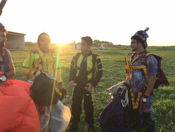 Caio Castro salta de paraquedas pela primeira vez no Nordeste (Foto: Rota Inter TV)