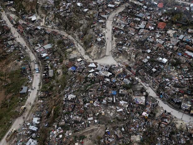 Imagem aérea após a passagem do furacão, tirada em 5 de outubro (Foto: Reuters/Carlos Garcia Rawlins )