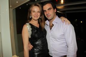 Letícia Birkheuer e o marido, o empresário Alexandre Furmanovich, em inauguração de loja em São Paulo (Foto: Milene Cardoso/ Ag. News)