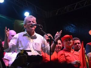 Governador Ricardo Coutinho (PSB) participa de manifestação pró-governo em João Pessoa (Foto: Krystine Carneiro/G1)