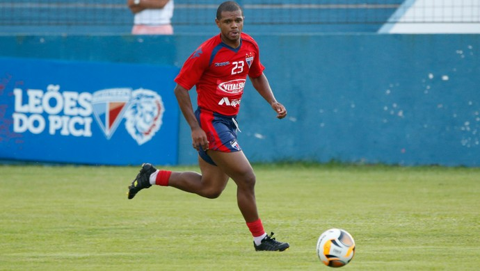 Willian Somões, lateral esquerdo do Fortaleza (Foto: JL Rosa/Agência Diário)