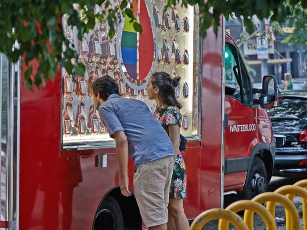 Caminhão cheio de sangue alerta sobre desperdício por preconceito (Foto: Divulgação)