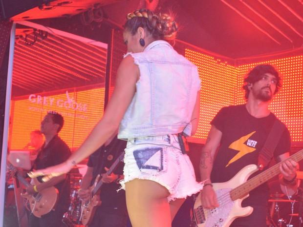 Alinne Rosa em show em Salvador, na Bahia (Foto: Felipe Souto Maior/ Ag. News)