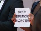 Equipe de 'Aquarius' protesta em Cannes contra impeachment de Dilma