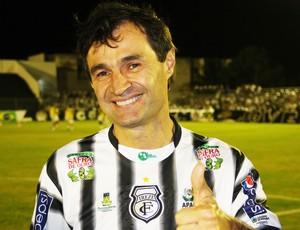 Romero Rodrigues (prefeito de Campina Grande) veste a camisa do Treze (Foto: Magnus Menezes / Jornal da Paraíba)