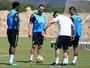 Renato Augusto, Gil e Paulinho treinam no CT do Fluminense