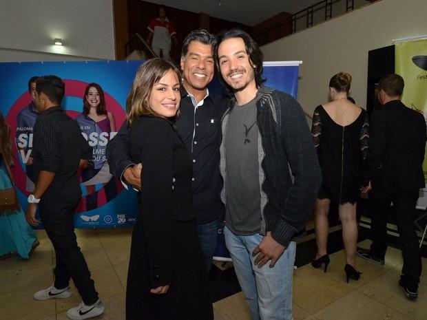Maurício Mattar com a namorada, Bianca Andrade, e o filho em pré-estreia no Rio (Foto: Léo Marinho/ Ag. News)