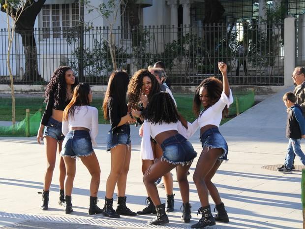 Meninas do Bonde das Maravilhas gravam comercial do VLT no Centro do Rio (Foto: Rogerio Fidalgo/ Divulgação)