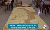 Devotos trabalham na confecção do bolo de São José em Campo Grande