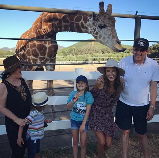 Alessandra Ambrosio com a família em safári (Foto: Reprodução/Instagram)
