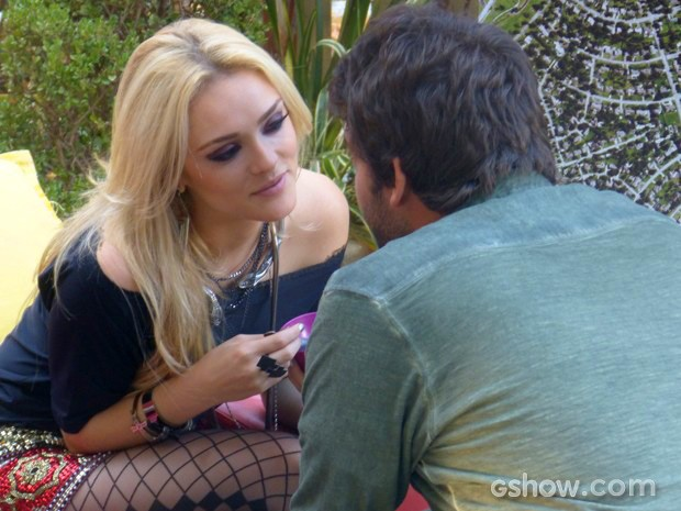 Megan ataca e quase rola um beijo entre os dois! (Foto: Geração Brasil / TV Globo)