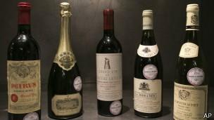 Vinhos tintos fabricados sob modo de produção moderno não têm mesmo benefício, diz cientista (Foto: AP/BBC)