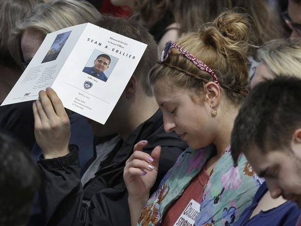 Homenagem a policial morto acontece no MIT (Foto: AP)