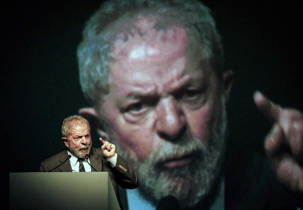 O ex-presidente Luiz INácio Lula da Silva durante palestra (Foto: Reprodução/Facebook)
