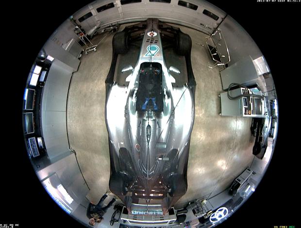 Homem invade garagem da Mercedes e furta capacete de Rosberg (Foto: Divulgação)