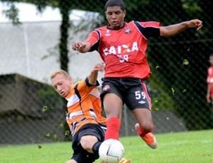 Marco Damasceno, meia do Atlético-PR (Foto: Site oficial do Atlético-PR/Divulgação)