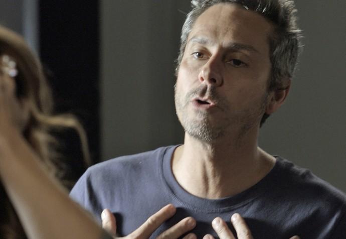 ...mas em seguida é esnobada pelo amado (Foto: TV Globo)