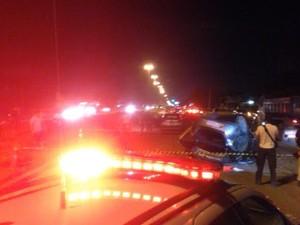 Homem morreu na hora depois de capotar em veículo roubado. (Foto: Robério Vieira/ TV Liberal)