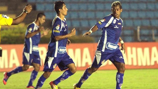 Marcelinho Paraíba comemora gol do Barueri contra o Ipatinga (Foto: Sergio Roberto / Ag. Estado)