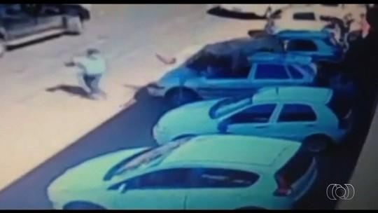 Cavalo dispara em cavalgada e pula sobre carro em Goiás; veja vídeo