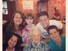 Enzo comemora o aniversário da avó, mãe de Claudia Raia