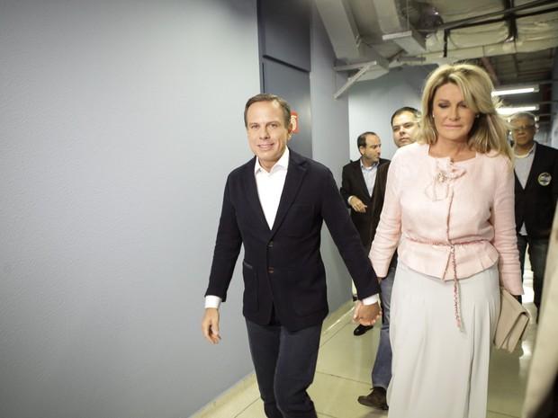 Momento da chegada de João Dória (PSDB) ao estúdio da Globo em São Paulo para o debate (Foto: Fábio Tito/G1)