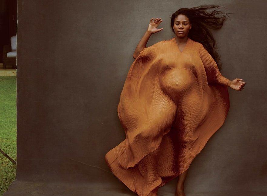Serena Williams surge gravidíssima na capa e recheio da Vanity Fair (Foto: Divulgação)
