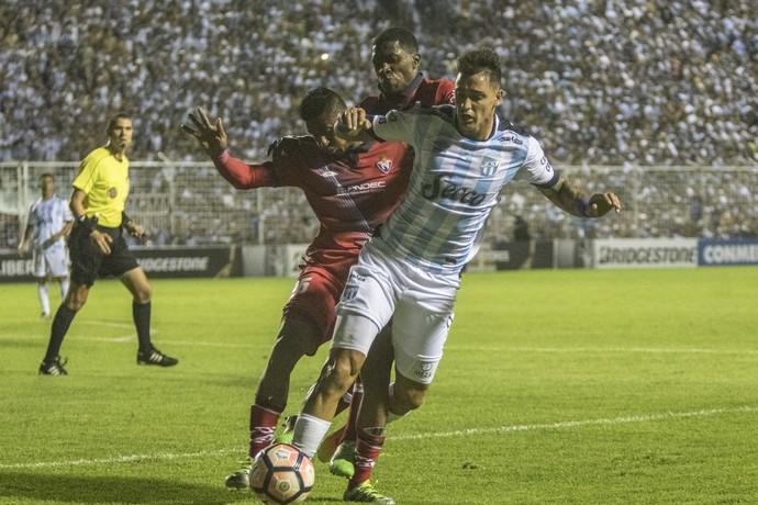 Atlético Tucumán x El Nacional (Foto: AP Photo/Sol Almidez-Infoto)