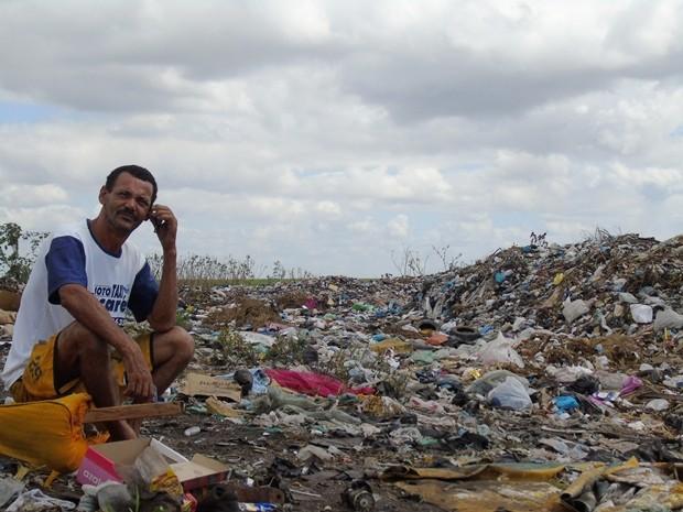 Moradores de lixão em Sapé recebem ajuda de voluntários (Foto: João Ricardo/Arquivo pessoal)