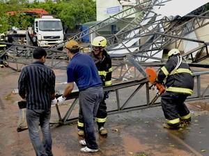 Estruturas foram retiradas do local neste sábado (3) (Foto: Valdemir Anselmo/Cedida)