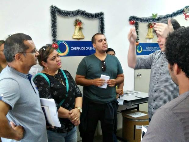 Grupo de professores e líderes sindicais cobrou explicações da Semed (Foto: Divulgação/Sinteam)