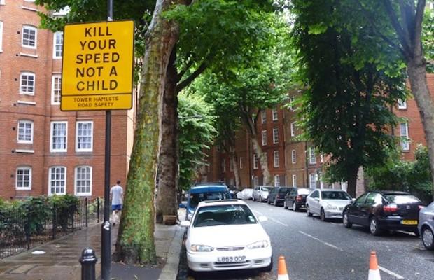 """Placa em rua de Londres é clara: """"Mate sua velocidade, não uma criança"""" (Foto: Sabrina Duran)"""