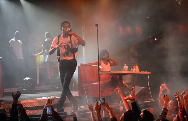 A$Ap Rocky é estiloso até em seus shows (Foto: Getty Images)