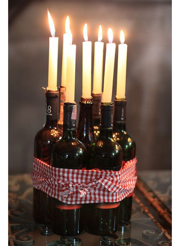 Velas em garrafa de vinho (Foto: Pinterest)