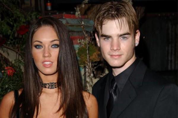 Com apenas 17 anos na época, Megan Fox surpreendeu ao aparecer na estreia de 'Confissões de uma Adolescente em Crise', em 2004, ao lado de David Gallagher, na época com 19 anos. Os dois se separaram mais tarde no mesmo ano. (Foto: Getty Images)