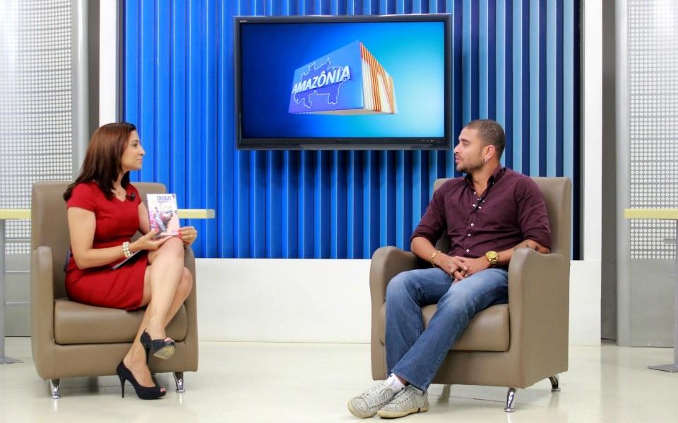 Sambista faz show em Manaus e divulga DVD (Foto: Onofre Martins/Rede AM)