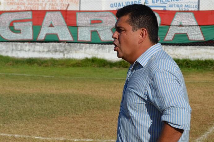 Fernando Dourado, técnico do América-SE (Foto: João Áquila, GLOBOESPORTE.COM)