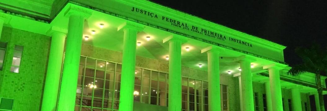 Sede da Justiça Federal da Paraíba fica  verde em homenagem à Chapecoense