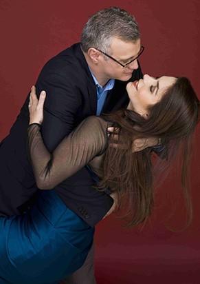 Na comédia romântica, casal de reencontra 20 anos depois  (Foto: Divulgação)