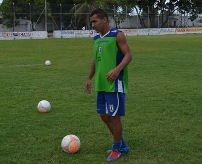 Paulinho Mossoró no treino do Sousa no Estádio Teixeirão do Santa Cruz, em Santa Rita (Foto: Amauri Aquino / GloboEsporte.com)