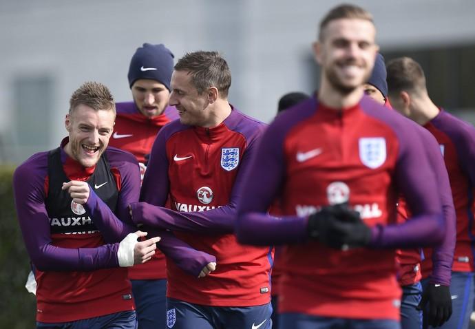 James Vardy e Phil Jagielka treino seleção Inglaterra (Foto: EFE/Facundo Arrizabalaga)