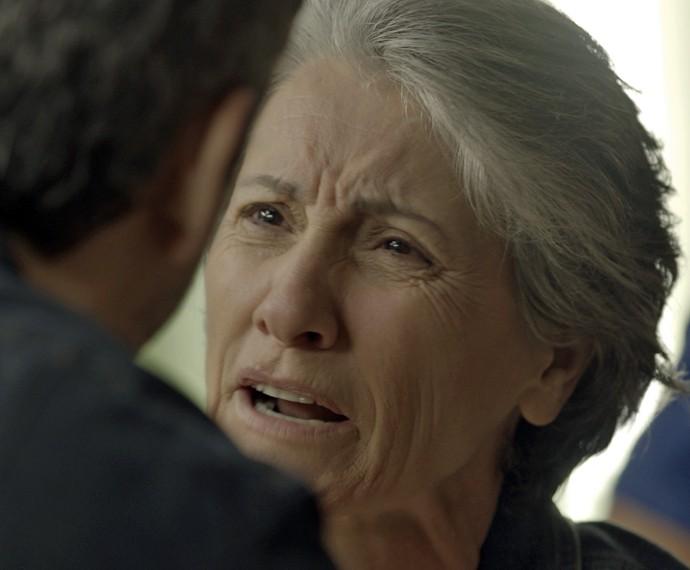 Djanira se revolta com Romero (Foto: TV Globo)