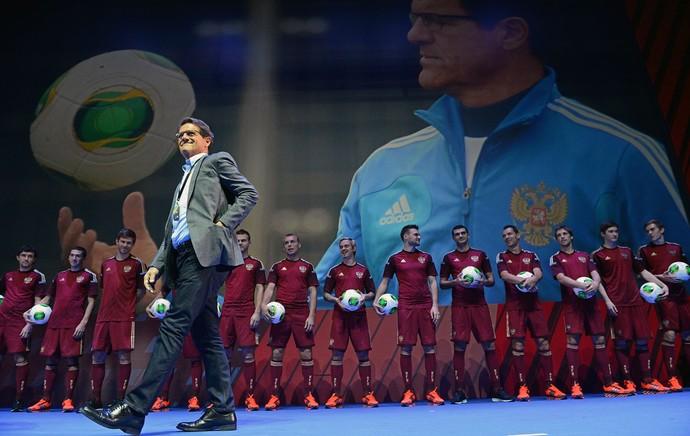 Fabio Capello apresentação uniforme da Russia Copa do Mundo (Foto: AFP)