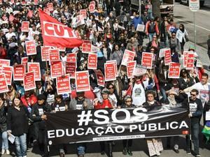 Professores fazem protesto para relembrar o dia do confronto entre professores e PM em abril deste ani  (Foto: Joka Madruga / Divulgação )