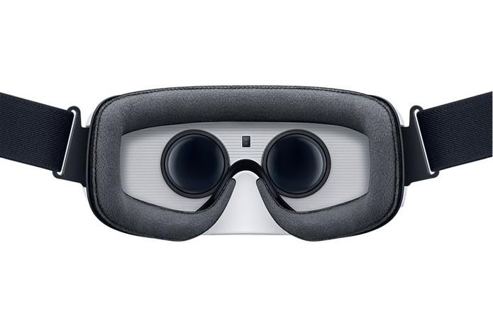 Gear VR conta com touch pad, botão e controle de volume (Foto: Divulgação / Samsung)
