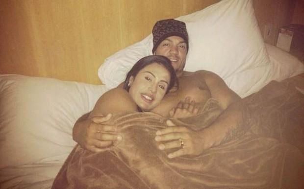 Gracyanne Barbosa e Belo: quentinhos e juntinhos no inverno (Foto: Reprodução/Instagram)