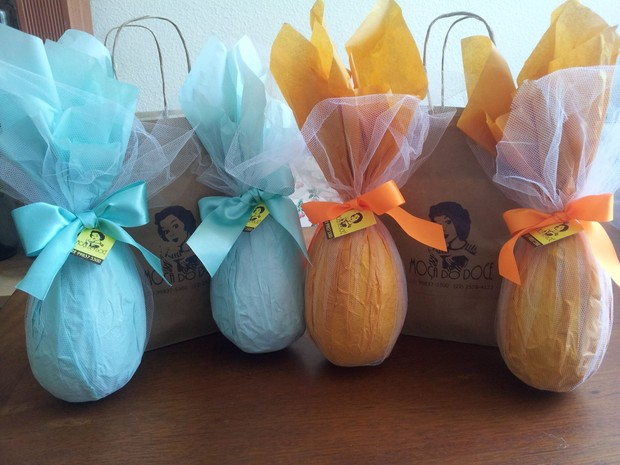 Ovos são embalados com tecidos e se tornam um pesente original e diferente (Foto: Paula Tavares)