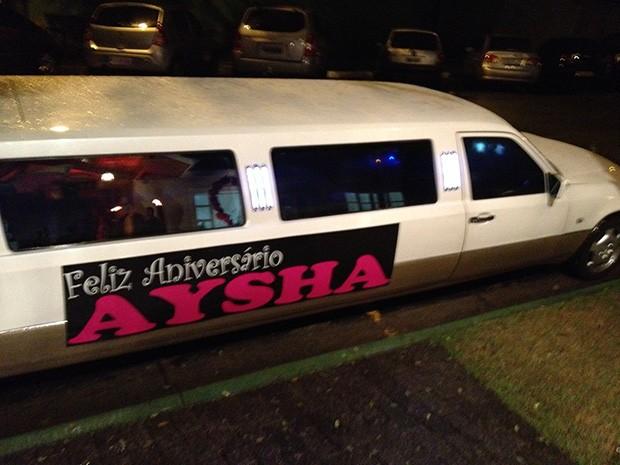 Limousine do aniversário de Aysha (Foto: EGO)