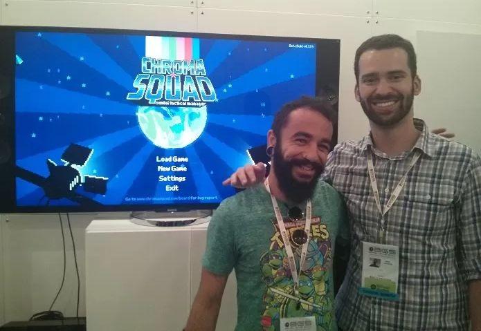 Betu, o entrevistado, e Saulo Camarotti do Behold Studios, criadores de Chorma Squad. (Foto: Emanuel Schimidt/TechTudo)