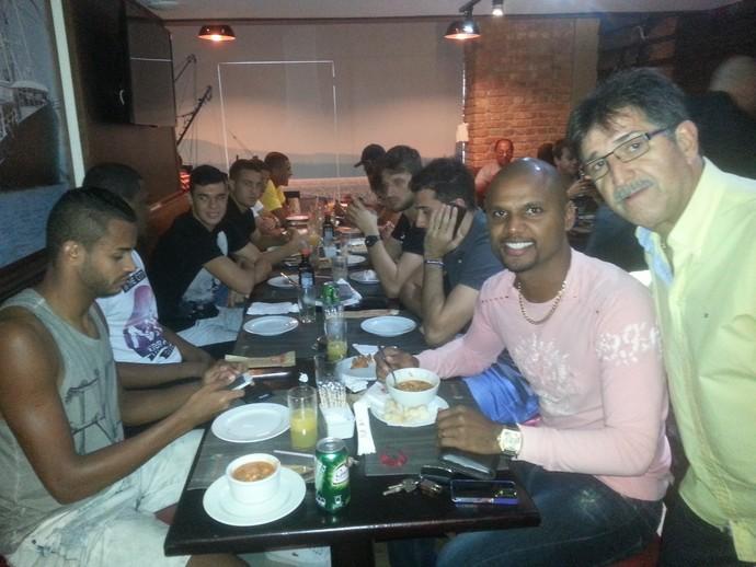 René Simões Restaurante Botafogo (Foto: Marcelo Baltar / GloboEsporte.com)